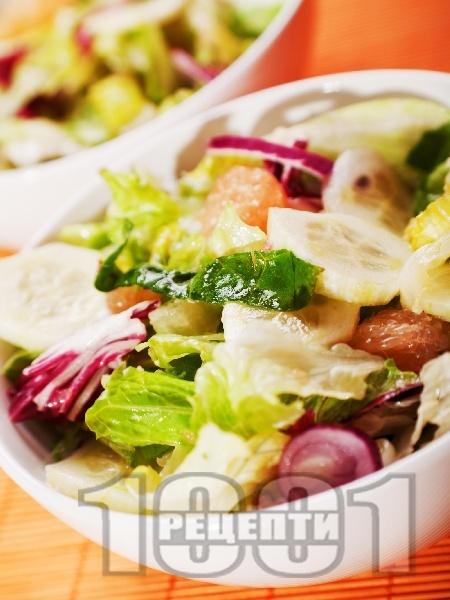 Зимна салата с краставица и грейпфрут - снимка на рецептата